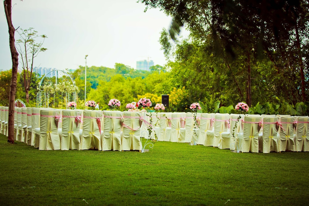 Outdoor Wedding Area, Shenzhen Castle Hotel