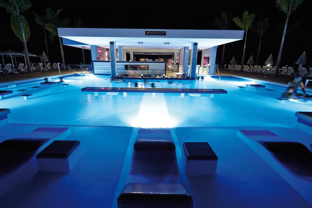 Poolside Bar, Hotel Riu Palace Costa Rica - All Inclusive