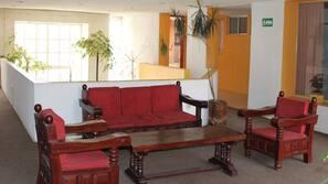 Cortinas opacas, tabla de planchar con plancha, wifi gratis