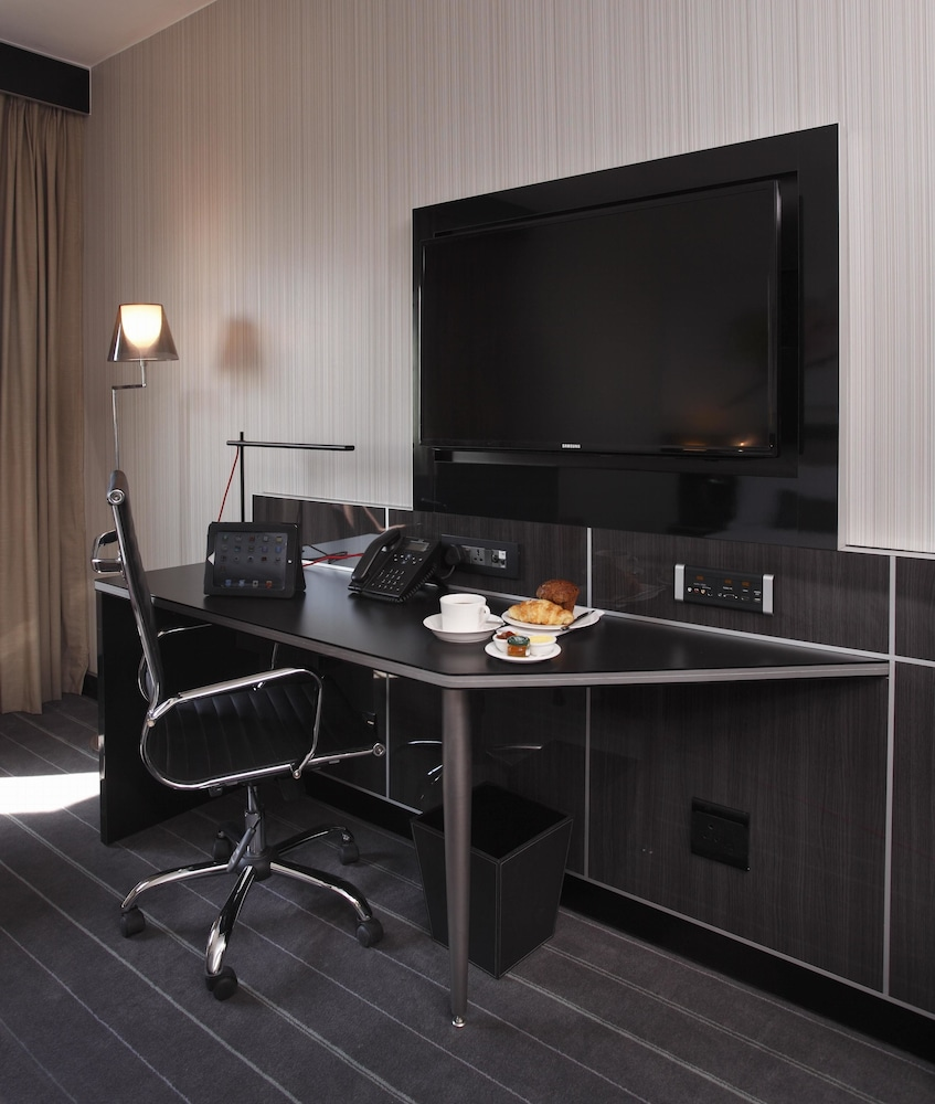 In-Room Business Center, The Maslow Hotel, Sandton