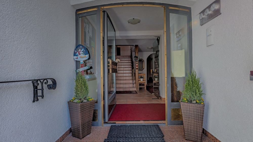 Property Entrance, Haus Schrofenstein