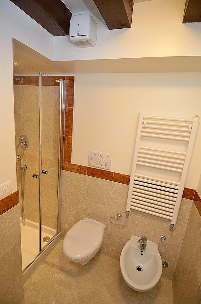 Bathroom Featured Image Guestroom