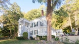 The Harbor Rose - Cold Spring Harbor Hotels
