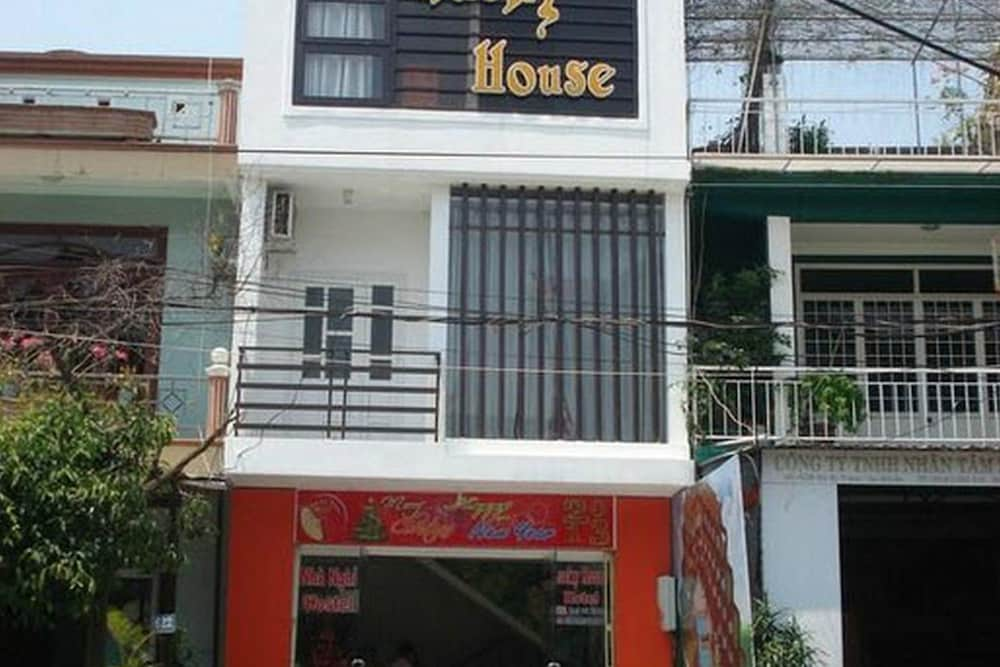 Book Lucky House Hotel Hoi An Hotel Deals: unlucky house