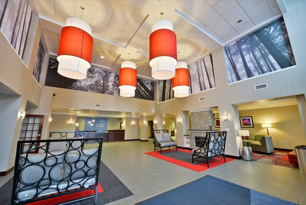 Lobby Sitting Area, Holiday Inn Express Canandaigua - Finger Lakes, an IHG Hotel