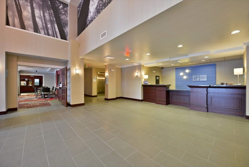 Lobby, Holiday Inn Express Canandaigua - Finger Lakes, an IHG Hotel