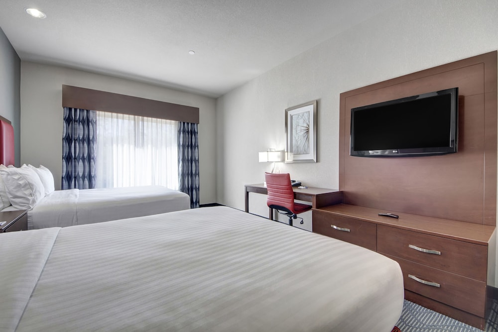 Room, Holiday Inn Express & Suites Oklahoma City North, an IHG Hotel