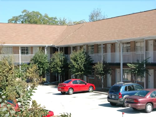 Great Place to stay Whits Inn near Loganville