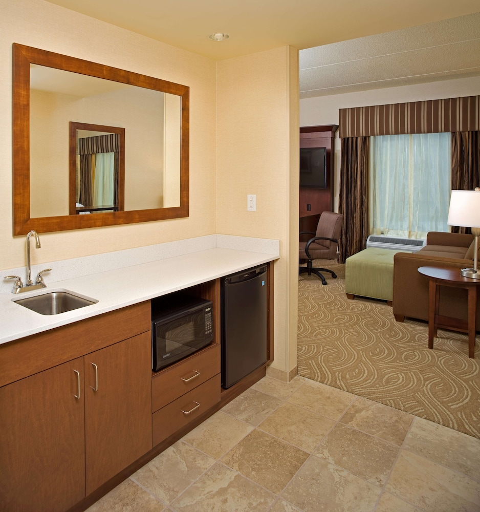 Private Kitchen, Hampton Inn & Suites Pittsburgh/Waterfront-West Homestead,PA