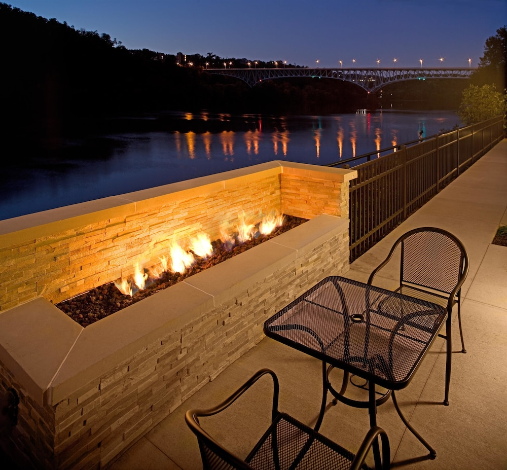 Terrace/Patio, Hampton Inn & Suites Pittsburgh/Waterfront-West Homestead,PA