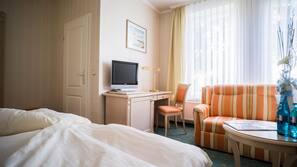 Hochwertige Bettwaren, Pillowtop-Betten, Minibar, individuell dekoriert