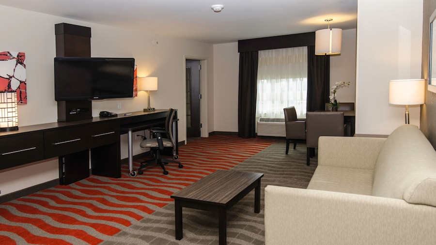Holiday Inn Express & Suites Columbus - Easton Area, an IHG Hotel