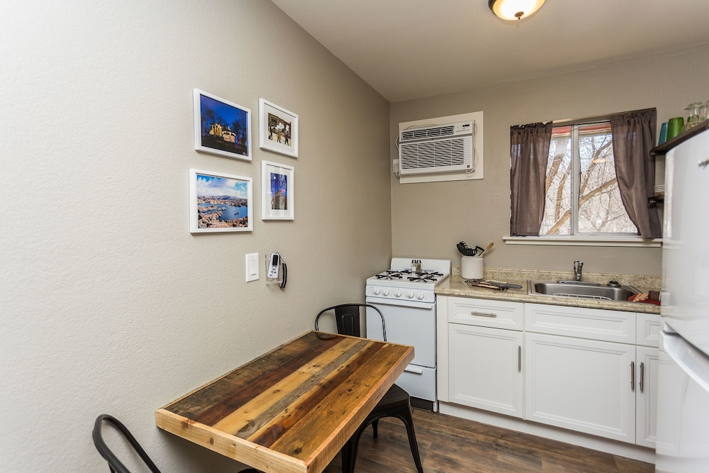 Private Kitchenette, Apple Creek Cottages