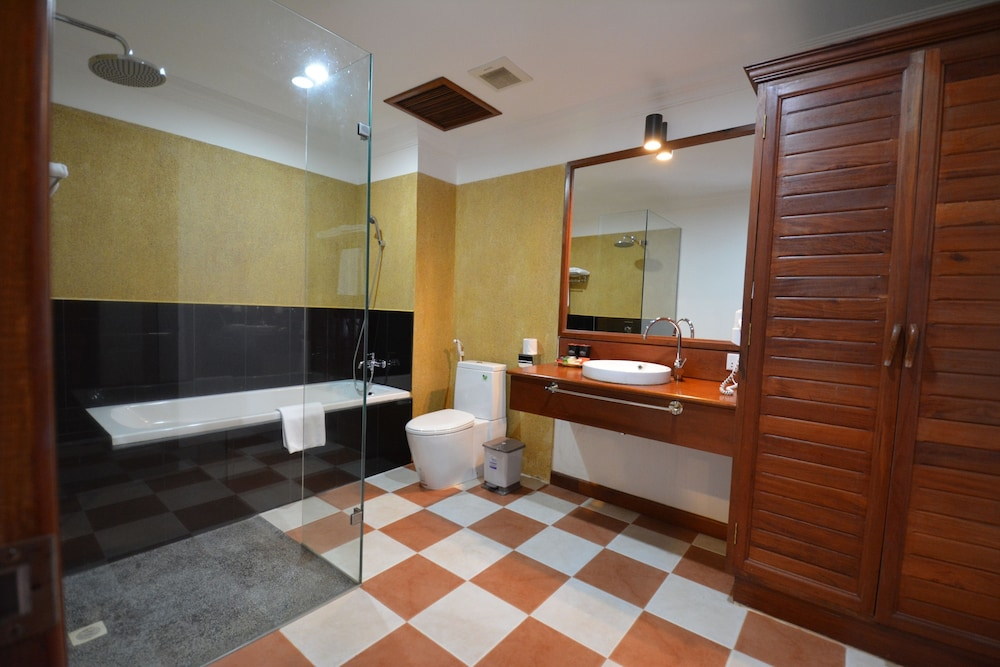 Bathroom, Royal Crown Hotel & Spa