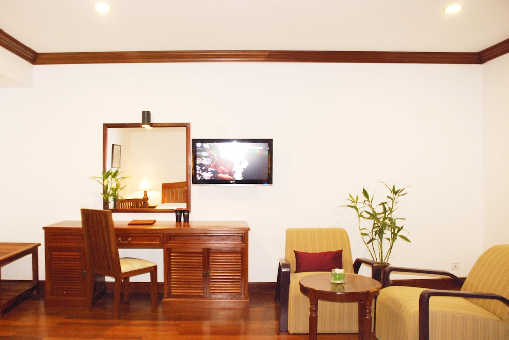 Living Area, Royal Crown Hotel & Spa