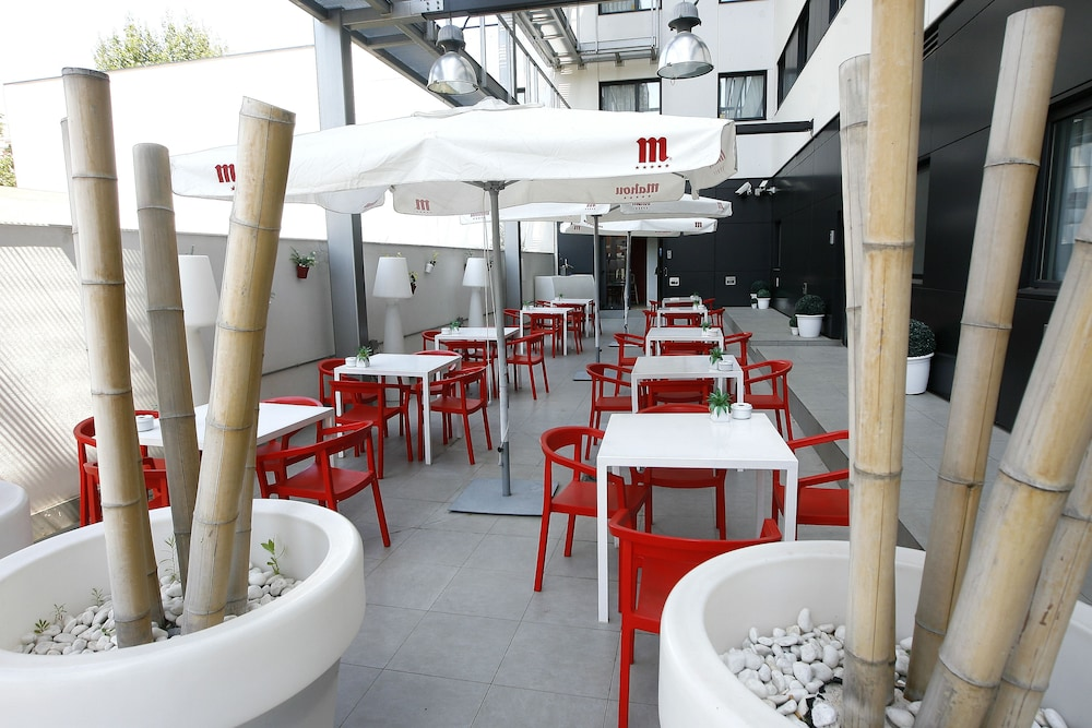 Outdoor Dining, Travelodge Barcelona Poblenou