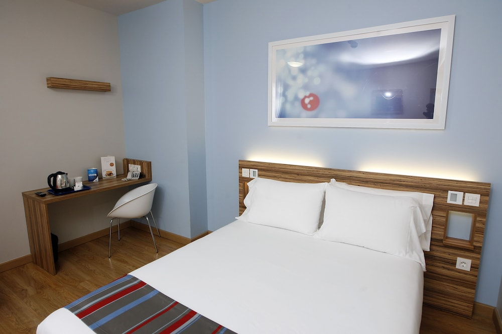Room, Travelodge Barcelona Poblenou