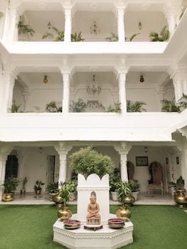 23-25 Lal Ghat, Udaipur, Rajasthan 313001, India.
