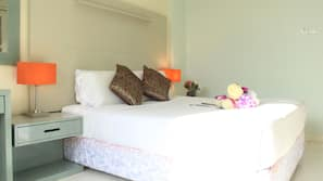 Egyptian cotton sheets, down duvet, Select Comfort beds