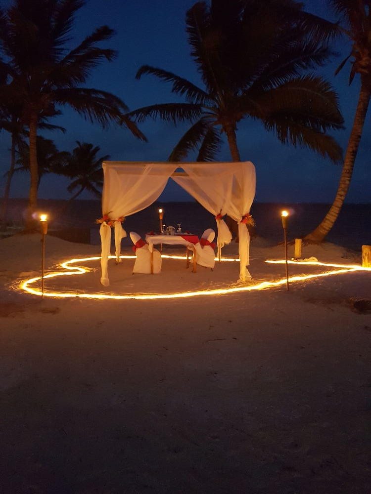 Couples Dining, Sapphire Beach Resort