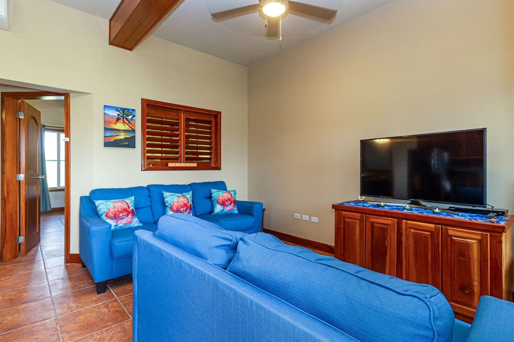 Living Room, Sapphire Beach Resort