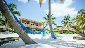 Ubicación a pie de playa, masajes en la playa y kayak