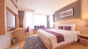 Tempur-Pedic beds, in-room safe, desk, blackout curtains