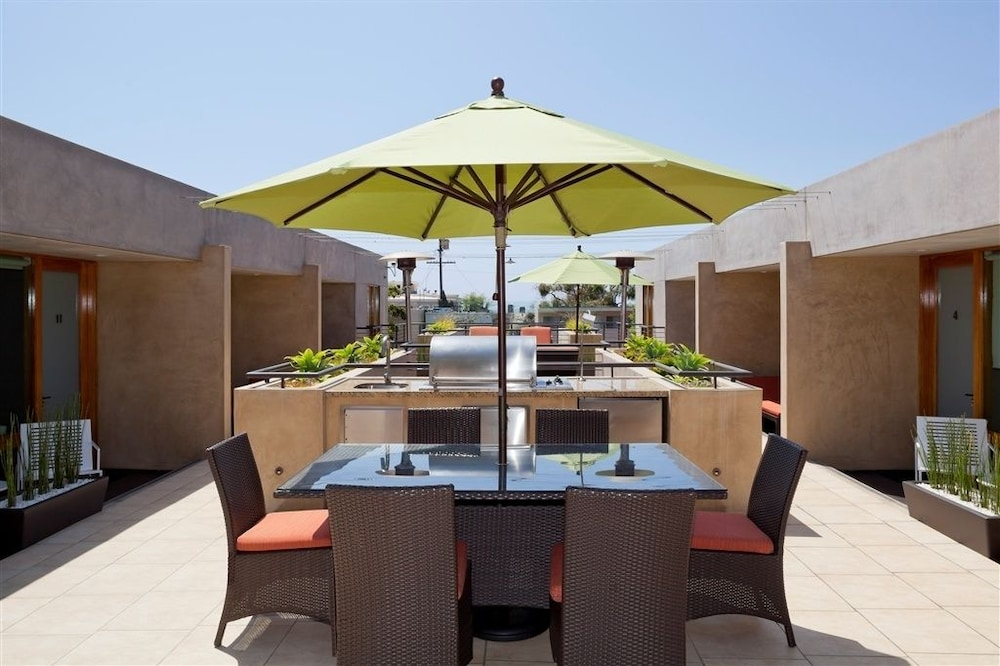 Outdoor Dining, 14 West