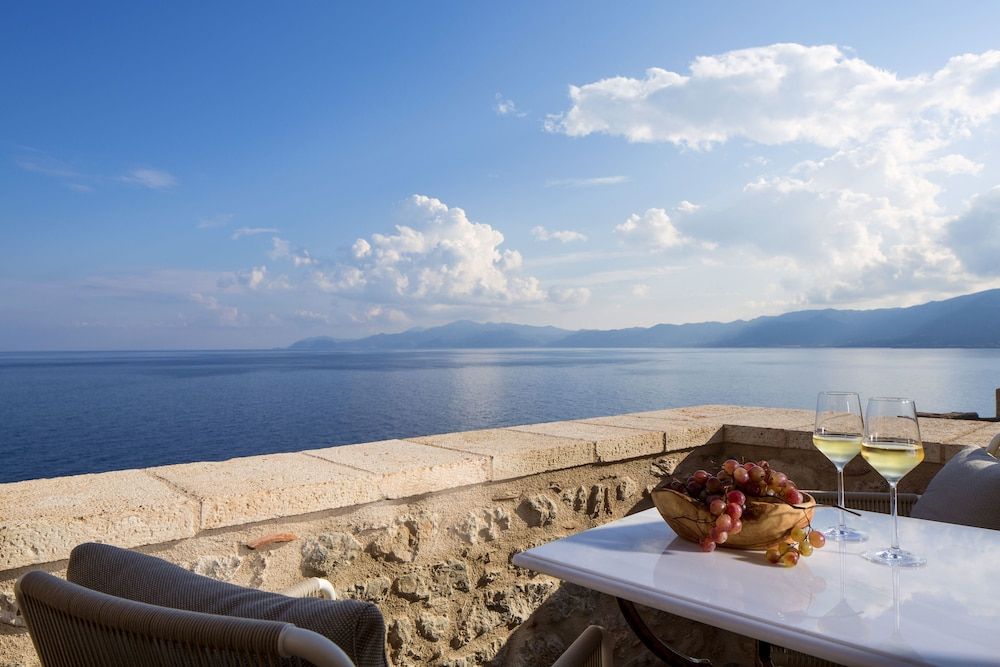 Featured Image, Moni Emvasis Luxury Suites