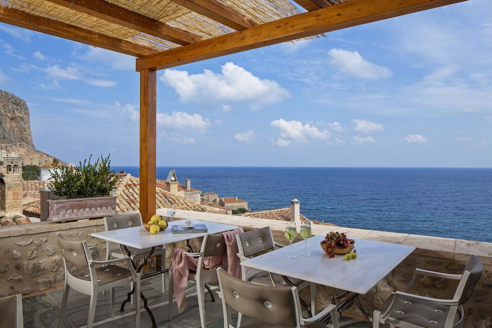 Restaurant, Moni Emvasis Luxury Suites
