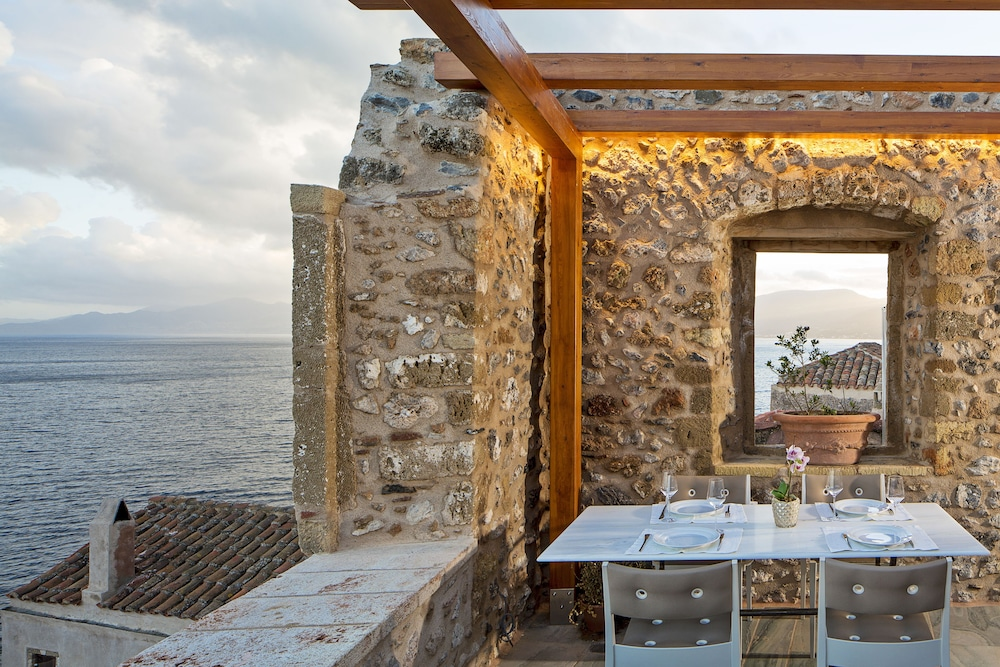 Outdoor Dining, Moni Emvasis Luxury Suites