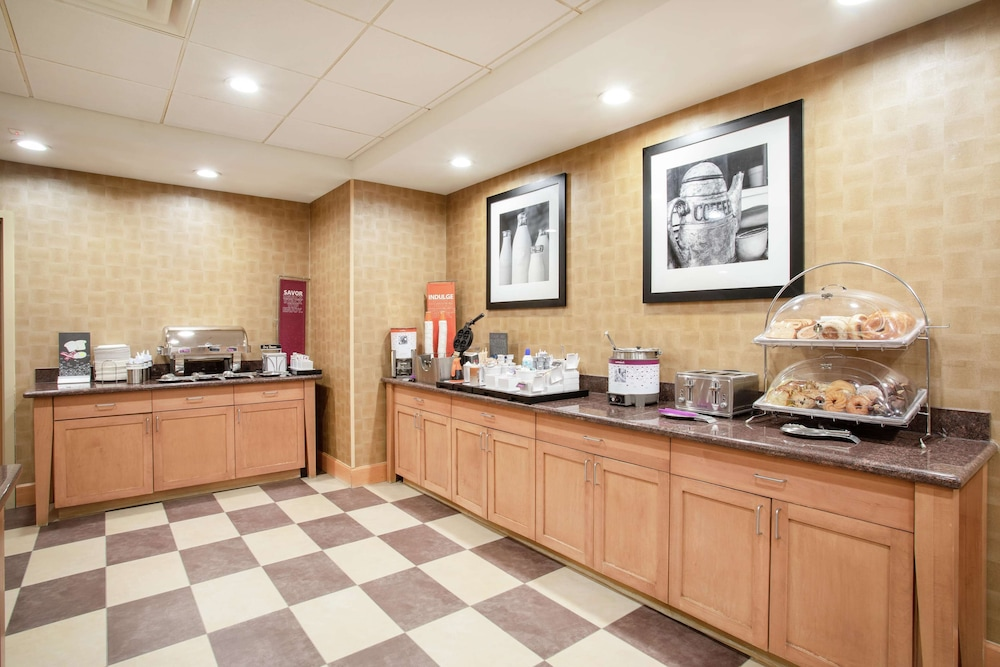 Breakfast Area, Hampton Inn & Suites Denver/South-RidgeGate