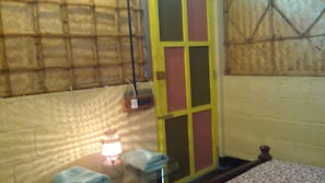 Laptop workspace, blackout curtains, free WiFi, linens