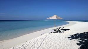 海灘、白沙、沙灘巾、划艇/皮划艇