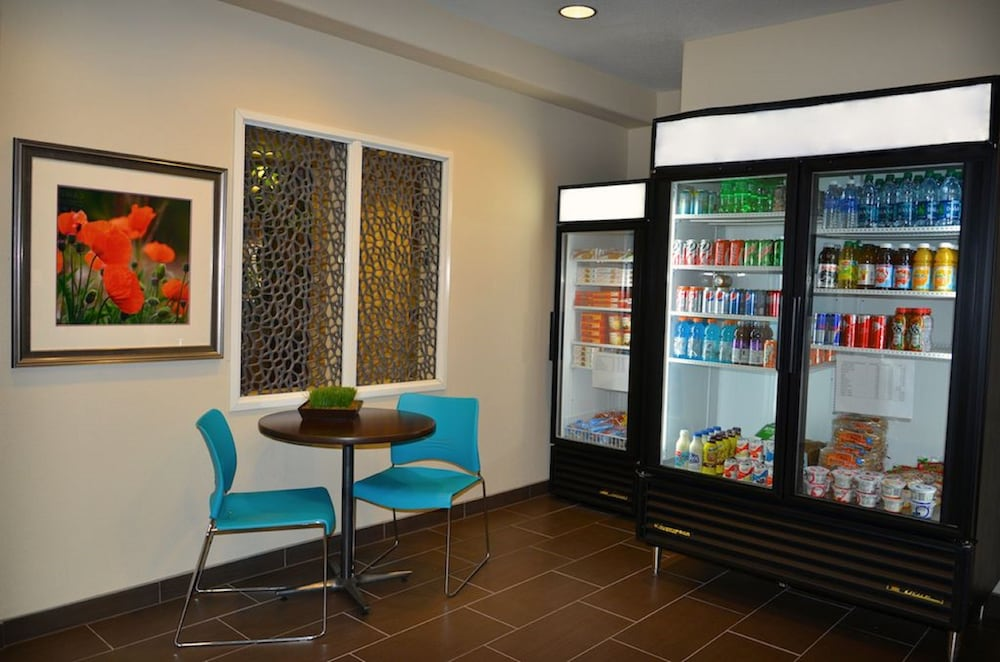 Lobby, Candlewood Suites Denver Northeast - Brighton