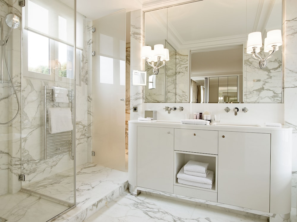 Bathroom, Grand Hotel du Palais Royal