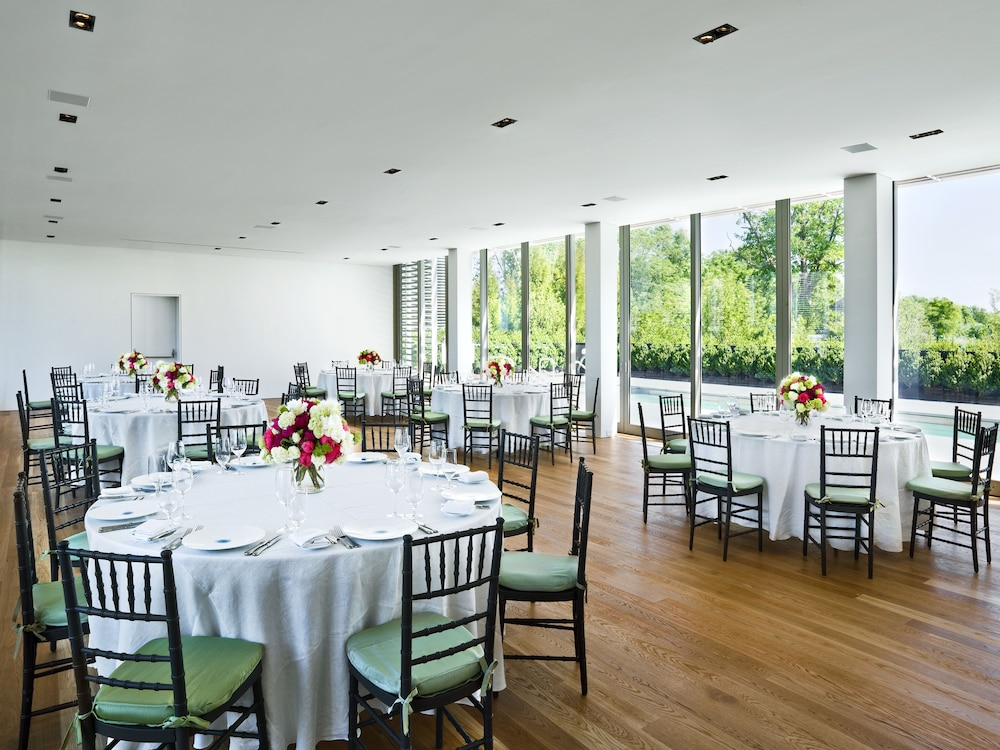 Banquet Hall, Topping Rose House