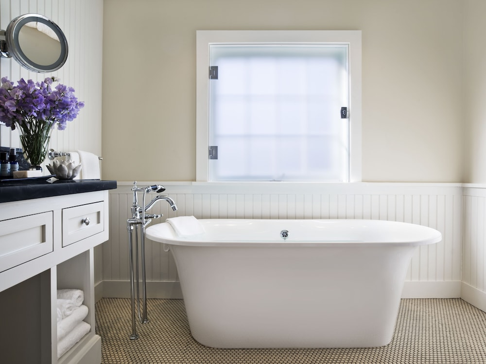 Deep Soaking Bathtub, Topping Rose House