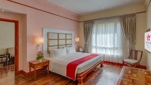 In-room safe, desk, rollaway beds