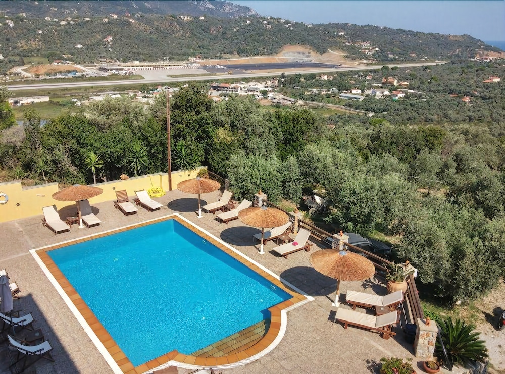 Takis studios skiathos island 2017 reviews hotel for Garden pool reviews