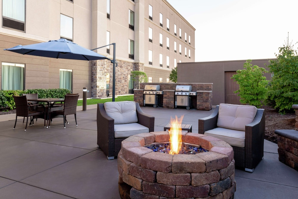 Terrace/Patio, Hampton Inn & Suites Wheeling-The Highlands, WV
