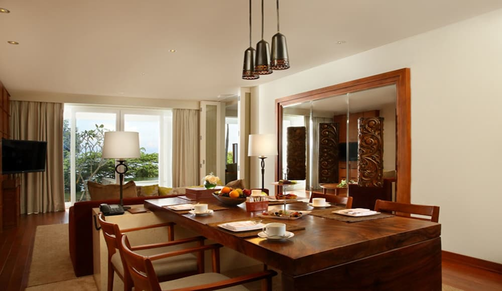 In-Room Dining, Samabe Bali Suites & Villas