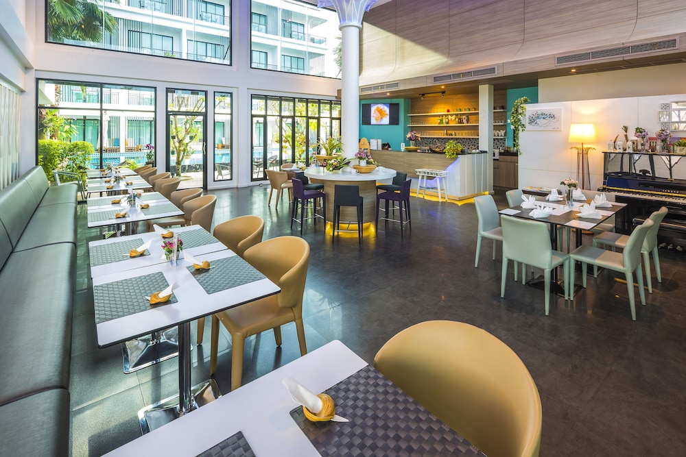 The pago design hotel phuket in ratsada hotel rates for Design hotel employee rate