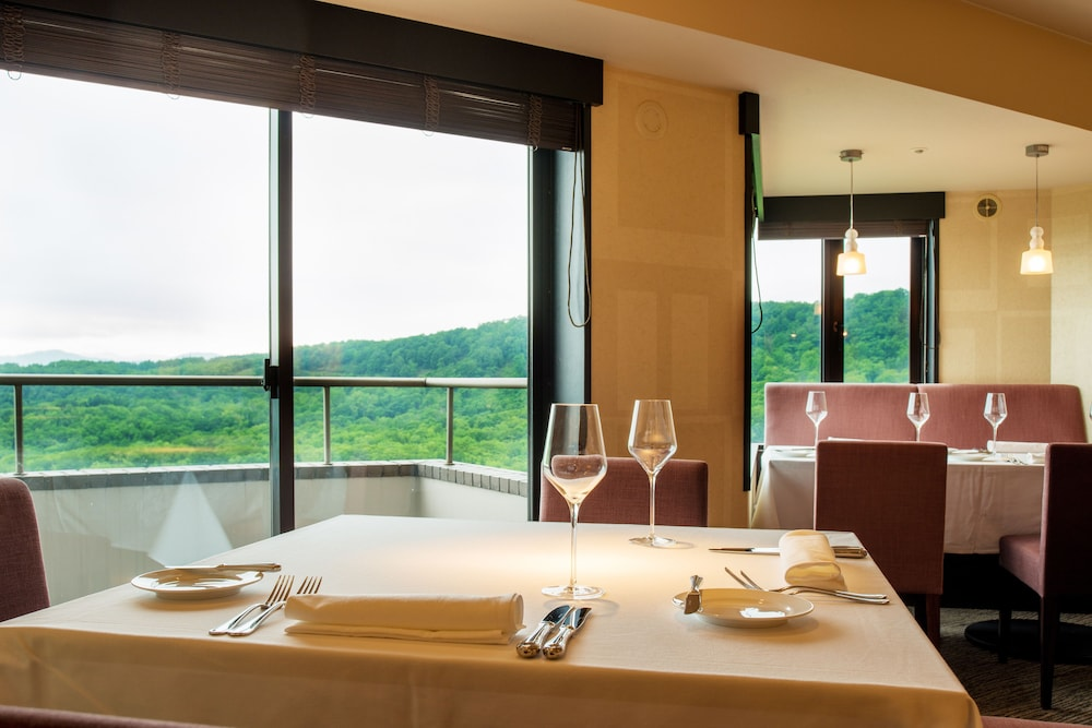 Dining, One Niseko Resort Towers