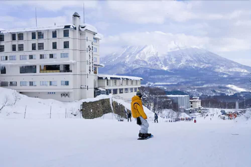 Snow and Ski Sports, Yumoto Niseko Prince Hotel Hirafutei