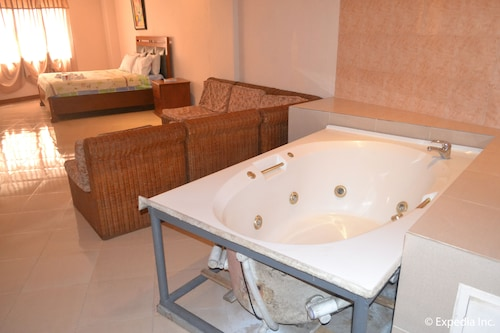 jacuzzi shower systems prize red tulip hotel 2017 room prices deals reviews expedia