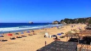 Ubicación cercana a la playa y 15 bares en la playa