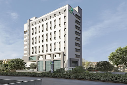Holiday Inn Express Ahmdabad Prahlad Nagar