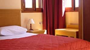 Zimmersafe, Bügeleisen/Bügelbrett, kostenlose Babybetten, Zustellbetten