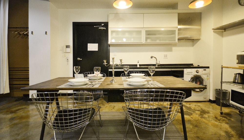 In-Room Dining, SLA Seoul Loft Apartments
